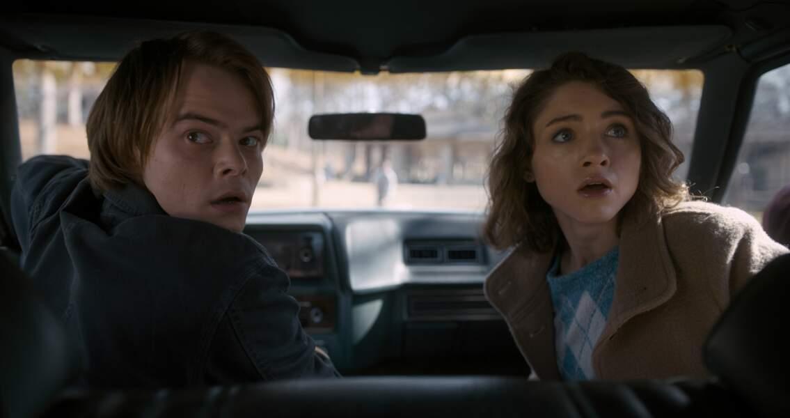 """Charlie Heaton et Natalia Dyer incarnent Jonathan et Nancy, dans la série """"Stranger Things"""""""