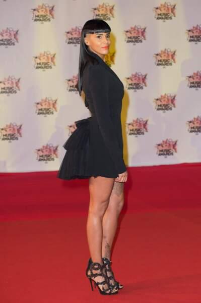 Shy'm, sur le tapis rouge des NRJ Music Awards au Palais des Festivals à Cannes, le 7 novembre 2015
