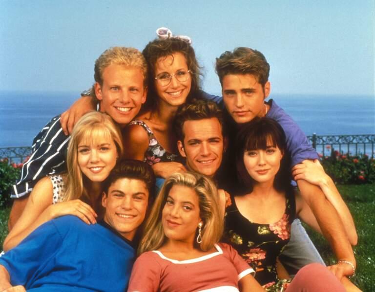 """Luke Perry et les acteurs de la série """"Beverly Hills"""", en 1991"""