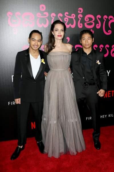 Maddox et pax Thien, très beaux en costume pour Angelina Jolie