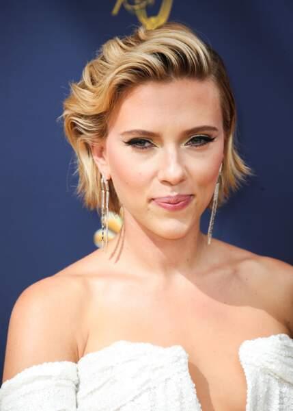 La coupe courte sauvagement coiffée-décoiffée de Scarlett Johansson.