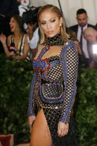Le carré long lisse et mouillé de Jennifer Lopez