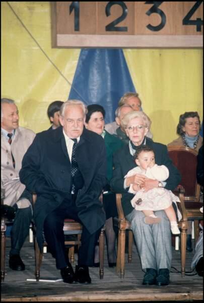 Le prince Rainier de Monaco, sa soeur et sa petite fille Charlotte à l'exposition canine internationale de Monaco