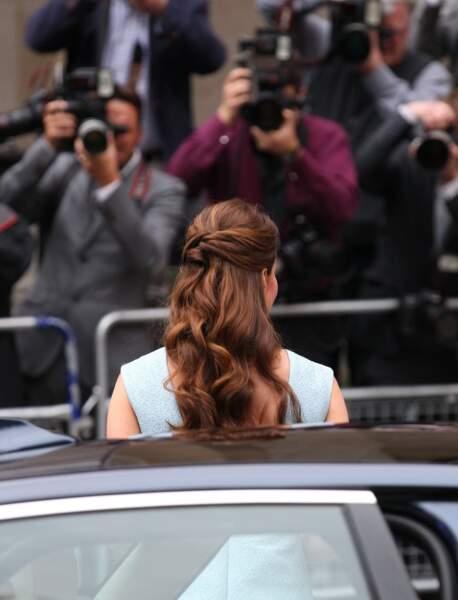 Une demi-queue torsadée comme Kate Middleton