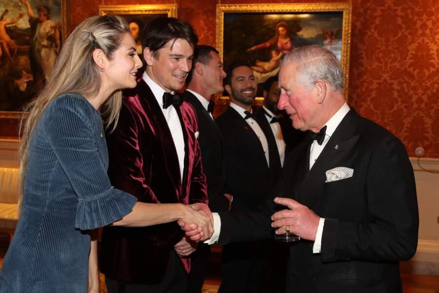 Le prince Charles avec Josh Hartnett et sa compagne Tamsin Egerton très élégants