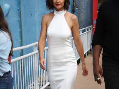 PHOTOS - Katie Holmes en robe blanche à encolure américaine comme Meghan Markle