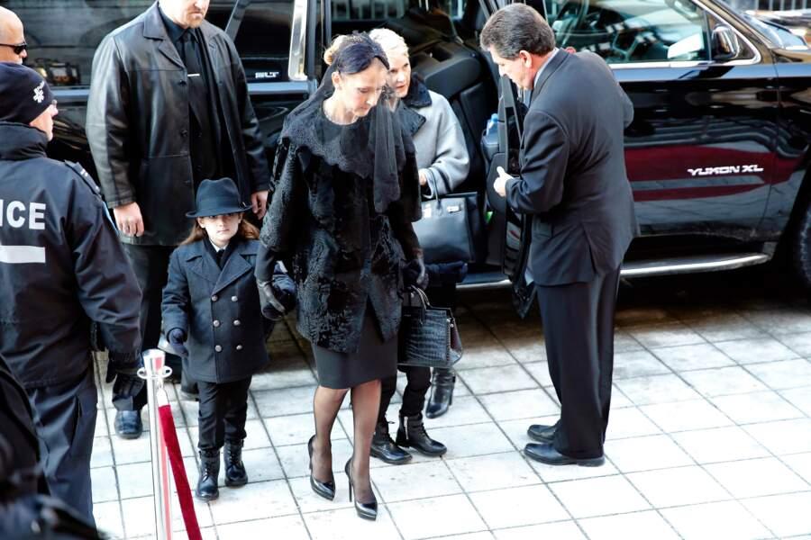 Céline Dion et ses fils arrivent à la basilique Notre Dame de Montréal