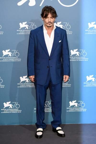 Johnny Depp 56 ans, une vie compliquée mais toujours une certaine allure, les cheveux longs et peu de rides
