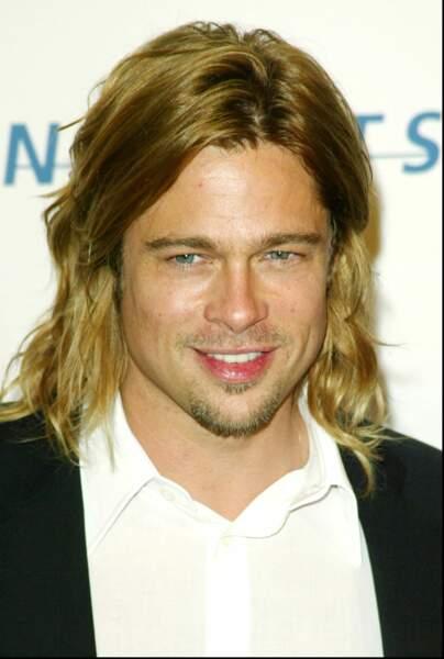 Brad Pitt, la trentaine époque Légendes d'Automne, ses yeux bleus et son sourire font craquer toutes les ados