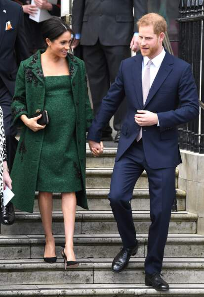 Meghan Markle et le prince Harry se sont tenus la main en descendant les marches de la Maison du Canada à Londres