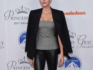 Charlène de Monaco très chic en slim en cuir et veste de smoking