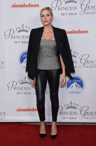 La princesse Charlene de Monaco, canon en slim en cuir à la soirée Princess Grace Awards le 24 octobre