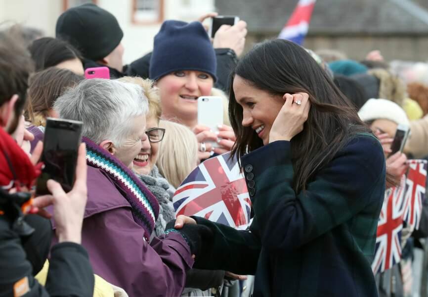 Meghan Markle en manteau en tartan Burberry lors d'une visite à Édimbourg le 13/02/2018