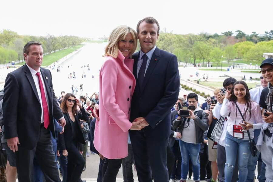 Brigitte Macron abandonne les robes rouges au profit d'un rose plus neutre