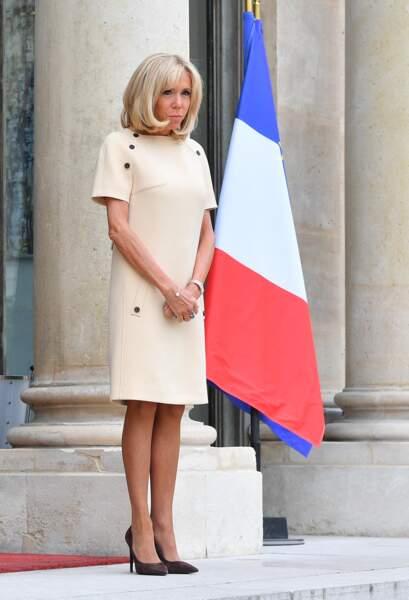 Brigitte Macron a été aperçue ce jeudi 11 juillet sur le perron de l'Élysée