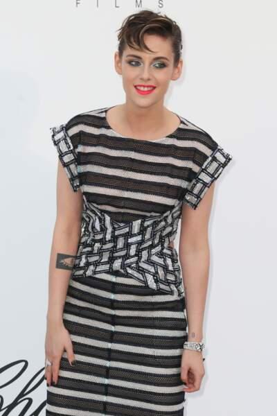 Kristen Stewart mise aussi sur l'intérieur des bras pour ses tatouages en noir et blanc