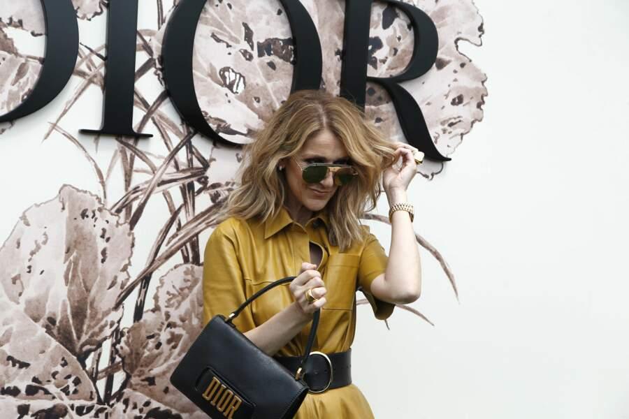On adore soa pochette, siglée de la marque de luxe française