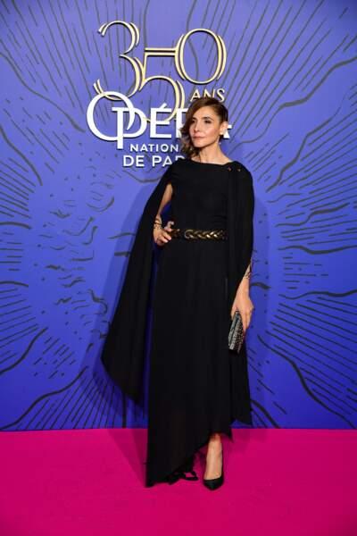 Clotilde Courau ultra chic en robe longue et chignon torsadé