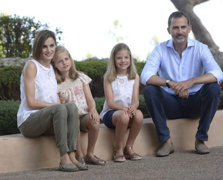 Le Roi Felipe VI d'Espagne chic même en vacances