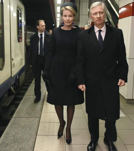 Le 22 mars 2017, Mathilde et Philippe de Belgique commémorent le premier anniversaire des attentats de Bruxelles
