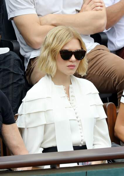 Léa Seydoux a coupé ses cheveux et alterne lissage parfait et wavy travaillé