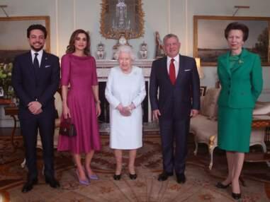 PHOTOS - Elizabeth II blessée : ces clichés qui inquiètent les internautes