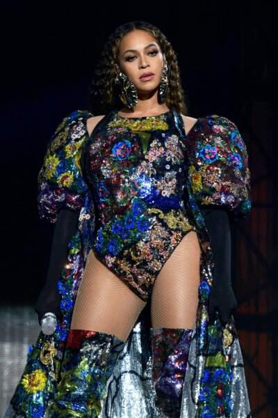 Beyonce sculpturale dans une tenue Mary Katrantzou lors de concert hommage à Nelson Mandela