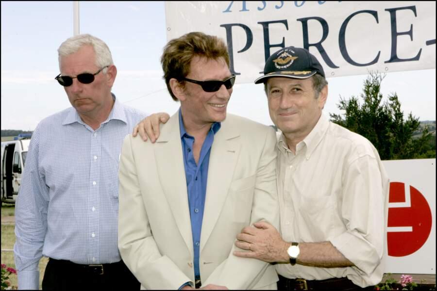 """Johnny Hallyday et Michel Drucker lors d'une course au profit de l'association """"Perce Neige"""" en 2004"""