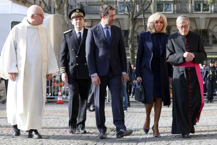 Le ministre de l'Intérieur et la première dame sont accueillis par le clergé parisien