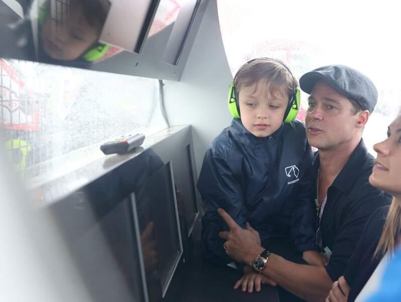 Knox, avec son père, sur le circuit anglais de Silverstone, en août 2015. Père et fils sont fans de cylindrées.