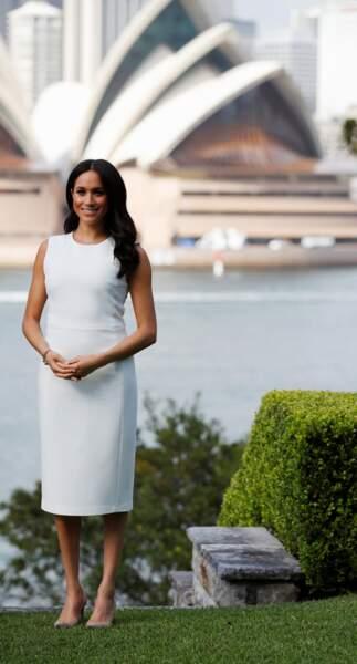 Meghan Markle en robe blanche lors d'un voyage officiel en Australie en 2018