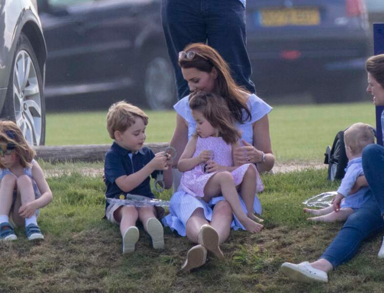 Le prince George a été repéré jouant avec des armes en plastique