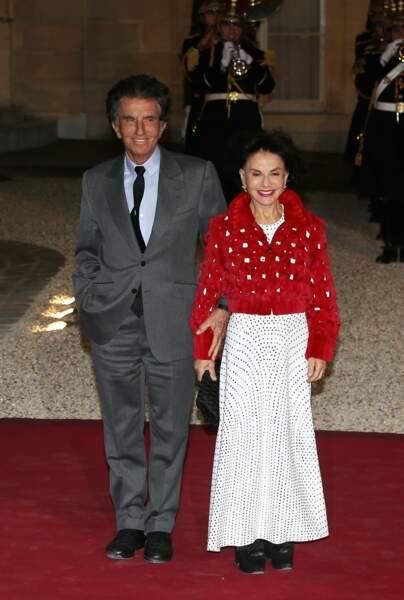 Jack Lang et sa femme Monique ont posé face aux photographes à leur arrivée à l'Élysée ce lundi 25 mars