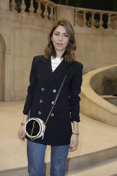 Très chic, Sofia Coppola  était habillée avec élégance, en jeans et bleu marine au défilé Chanel Haute-Couture.