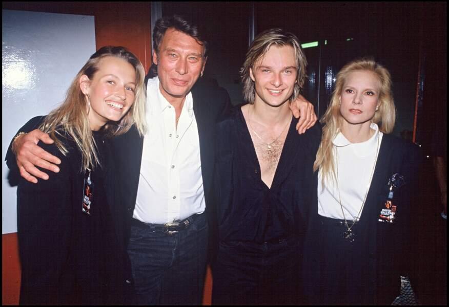 Estelle Lefebure, Johnny Hallyday, David Hallyday et Sylvie Vartan à la première de la tournée de David en 1991