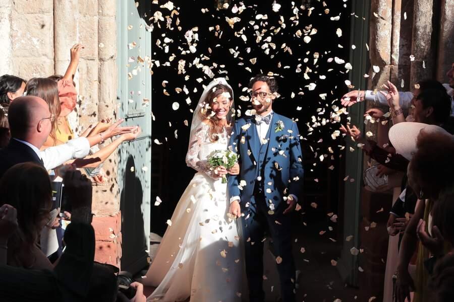 Thomas Hollande sort de l'église au bras de son épouse Emilie Broussouloux.