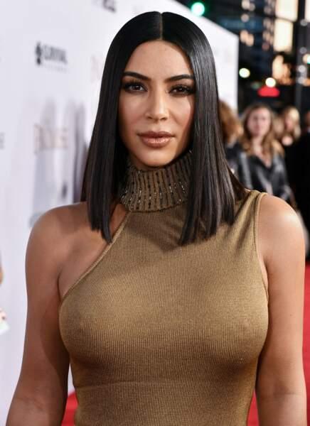 Nouveau carré lisse et noir de jais pour Kim Kardashian