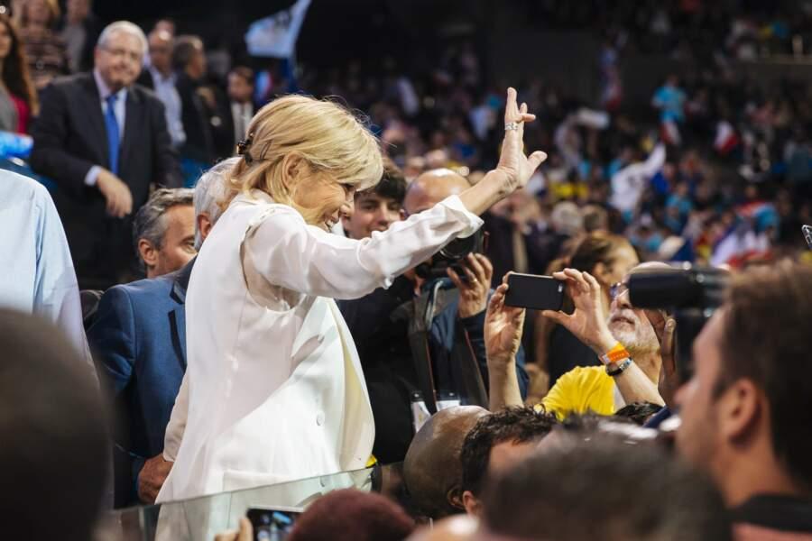 Soutien indéfectible d'Emmanuel Macron, elle est presque aussi populaire que lui