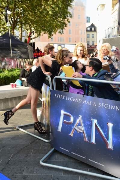 """Cara Delevingne et sa robe ultra courte à la première de """"Pan"""" à Londres en 2015"""