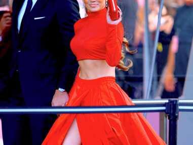 PHOTOS - Jennifer Lopez dévoile ses impressionnants abdos dans une robe de princesse avec son chéri Alex Rodriguez