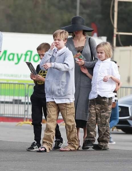 Shiloh Jolie-Pitt, ici en décembre 2017, aime à porter les vêtements de ses grands frères Maddox et Pax