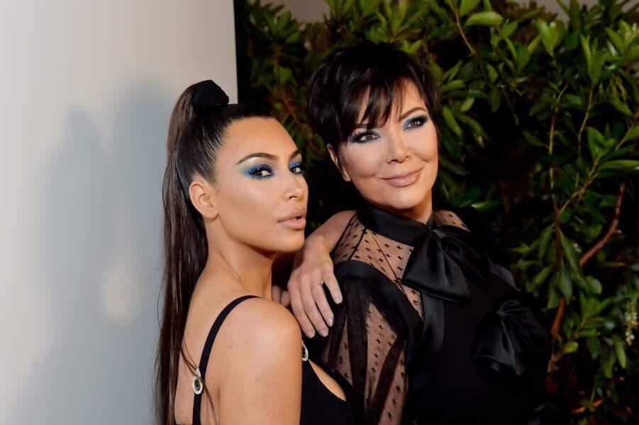 """Kim Kardashian et Kris Jenner lors du lancement de la collection """"KKW x Mario"""" à Los Angeles le 31 mars 2018"""