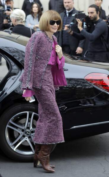 Anna Wintour, la papesse de la mode, toute de Chanel vêtue pour le défilé orchestré par Karl Lagerfeld
