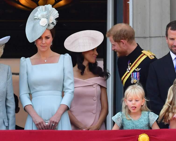 """Kate Middleton, Harry et Meghan Markle lors de la parade """"Trooping the Colour"""" à Londres le 9 juin 2018"""
