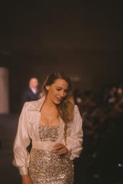 Au défilé Chanel Métiers d'Art à New-York, Blake Lively a twisté son look de petites boucles d'oreilles.