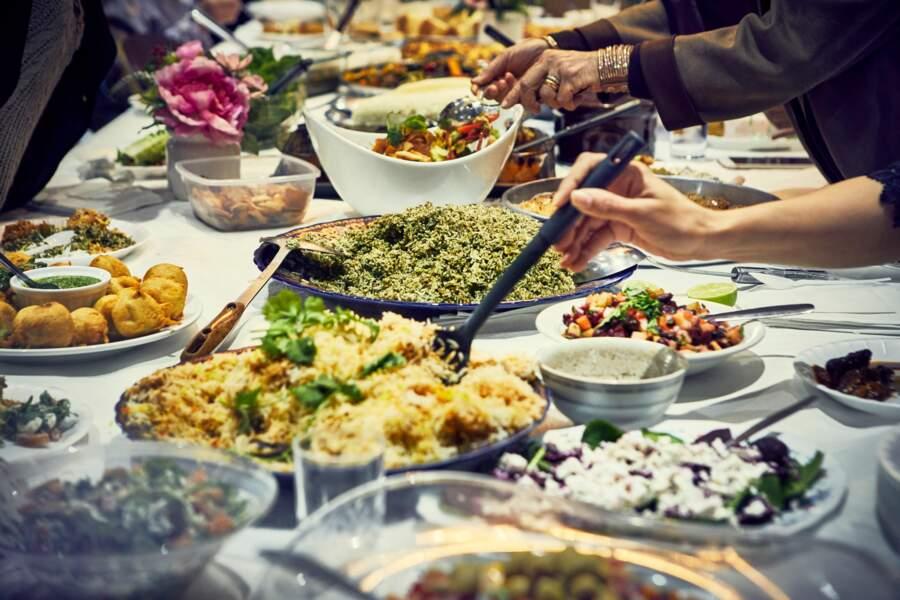 On trouve des recettes de la cuisine du nord et de l'est de la Méditerranée ainsi que du Moyen-Orient