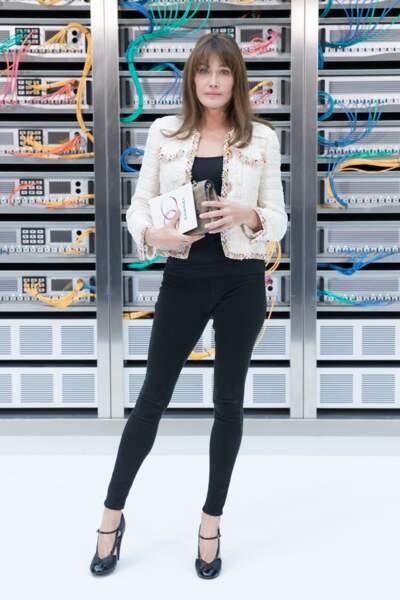 """Carla Bruni, au défilé de mode """"Chanel"""" printemps-été 2017. La mode, toujours une passion."""