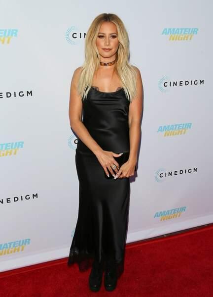 Ashley Tisdale, parfois brune revient toujours à son côté californienne avec ce blond
