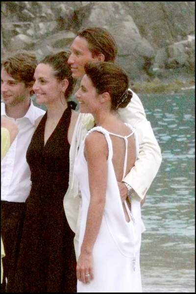 Alessandra Sublet et Thomas Volpi entourés pour les photos souvenirs