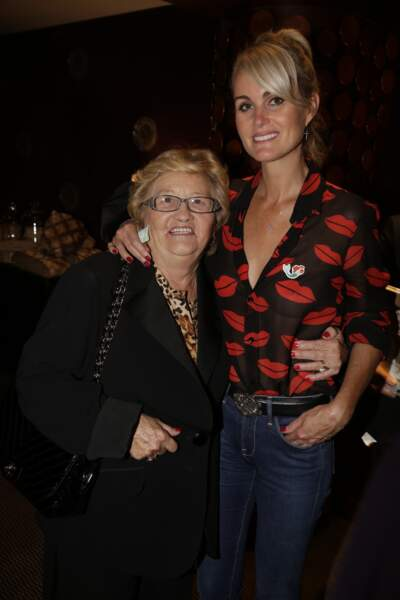Laeticia Hallyday et Mamie Rock, inséparables à Paris en 2014
